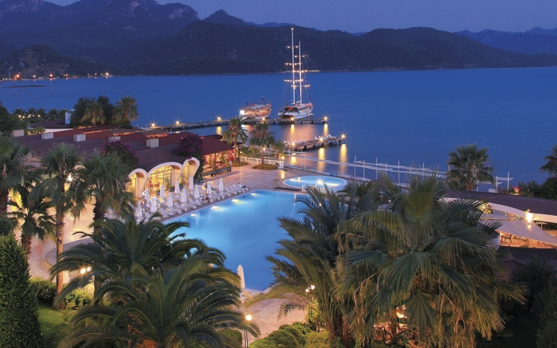 Отель Fortezza Beach Resort 5*